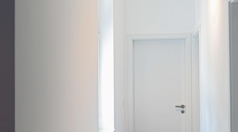 appt 201 coulir chambre et WC