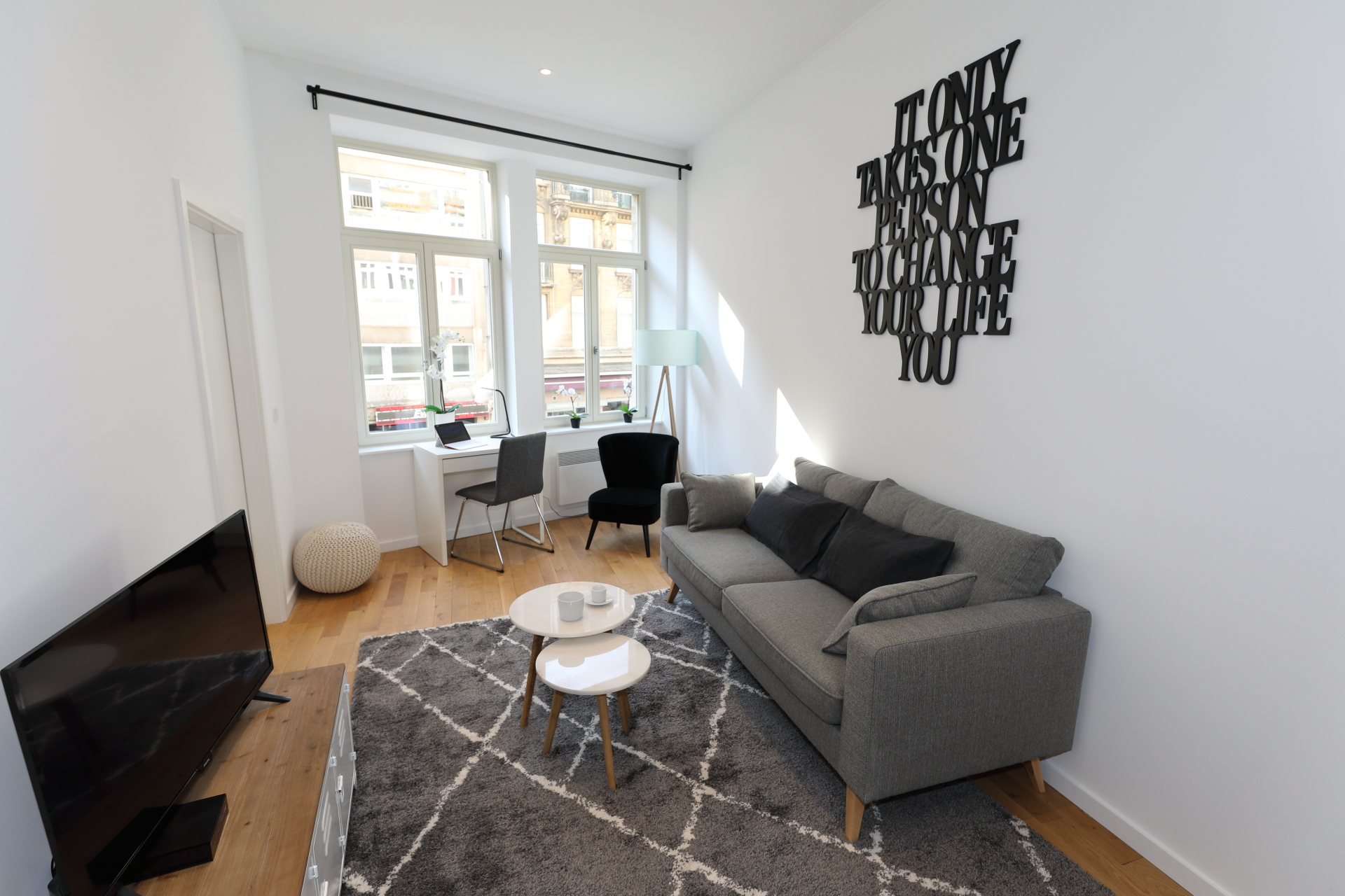 Modern and stylish apartment near the Train Station